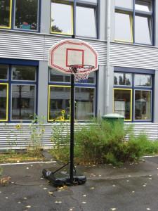 Basketballkorb für den kleinen Schulhof.