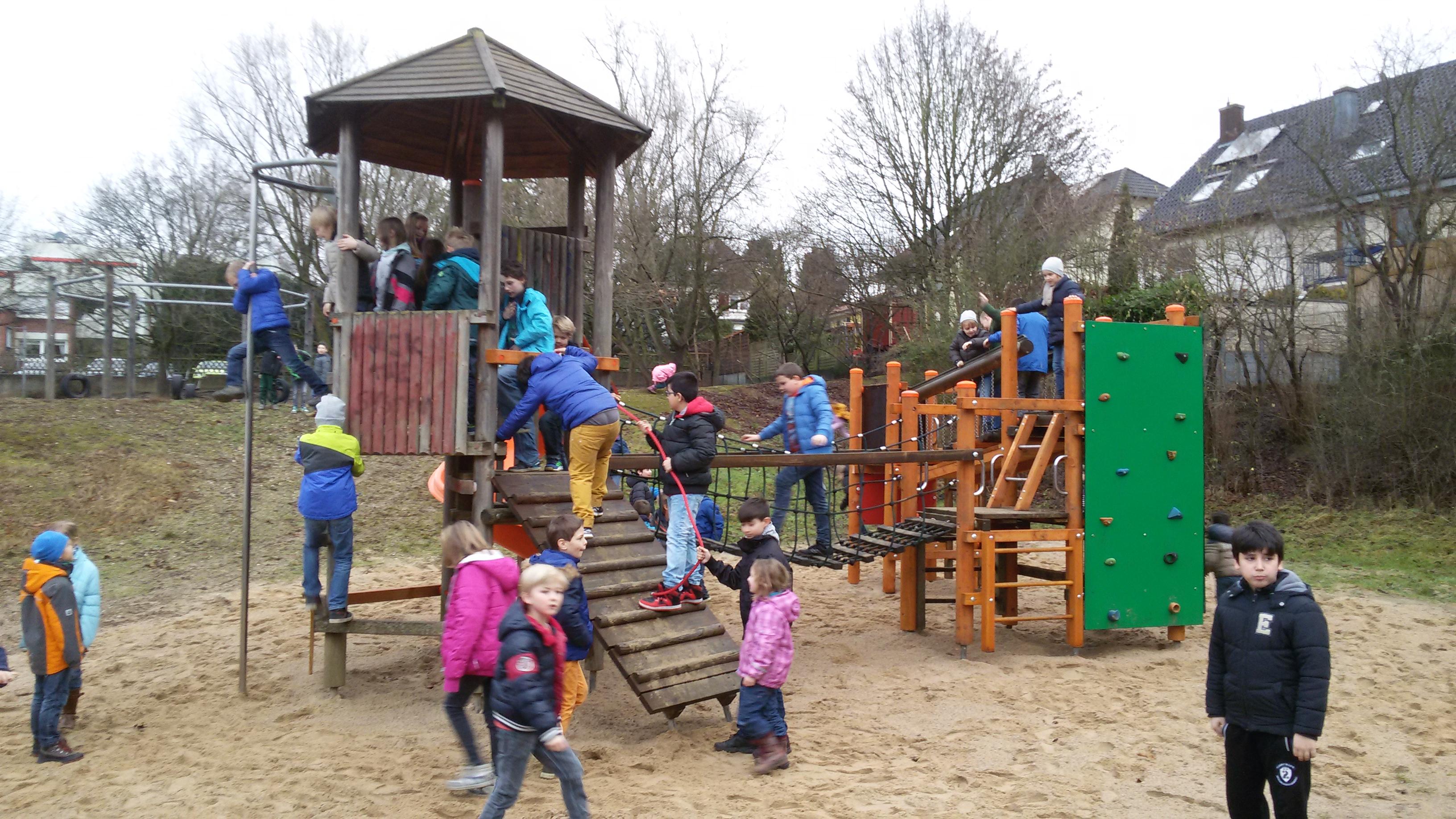 Klettergerüst Für Kinder : Bewegung für waldbröls kinder waldbröler bürger stiften mit hilfe